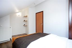 Double room with handbasin and shared bathroom