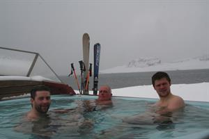 After a fantastic day in the mountain, it is ideal to relax in the hot tub