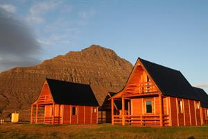 Four person cottages (39 m2) at Mjóeyri