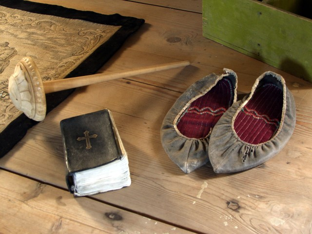 Book of hymns, sheepskin shoes and spindles were items found in every Icelandic home (photo from Laufás museum)