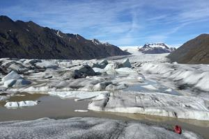 Magnificent nature awaits you at Heinabergsjökull Glacier lagoon