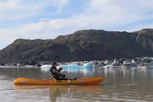 Enjoy a kayaking tour on Heinabergsjökull Glacier Lagoon