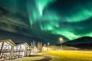 Geysir shop under Northern lights
