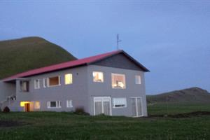 Farmhouse Lodge Skeiðflöt by Vík