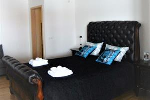 Double room with private bathroom. Sofa bed available.