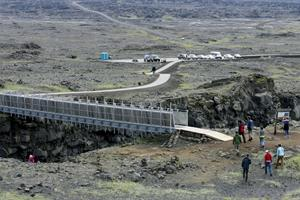 Bridge between continents in Reykjanes