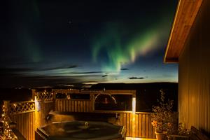 Hot tub and the northern lights