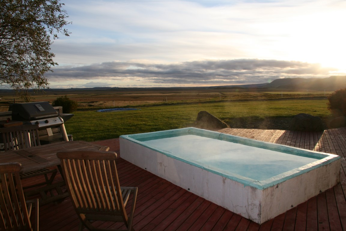 Hot tub at Guesthouse Dalbær in South Iceland