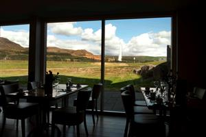 Geysir restaurant with a view to Geysir