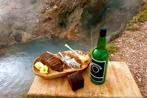 Hot spring bread and snaps