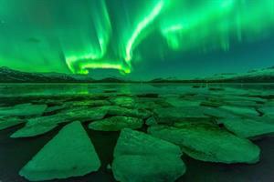 Northern Lights over glacier Lagoon