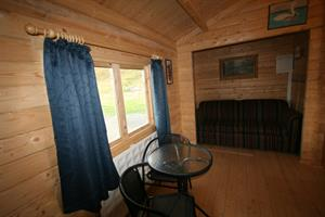 Double room with private bathroom in a cottage