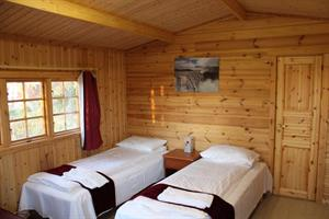 Double room with private bathroom in a unit cottage