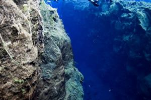 Viewing the deep fissures underwater