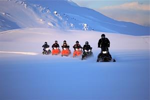 Snowmobile tour with Ytri-Vík