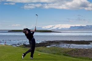 Playing golf at Höfn